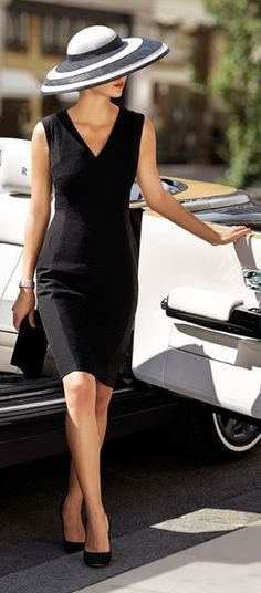 #street #style #spring #fashion #inspiration  Black and white classic and classy outfit idea