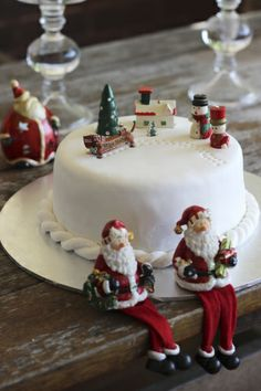 A Christmas Cake.  A white fondant rope twist twirls around the base and is affixed with edible glue.