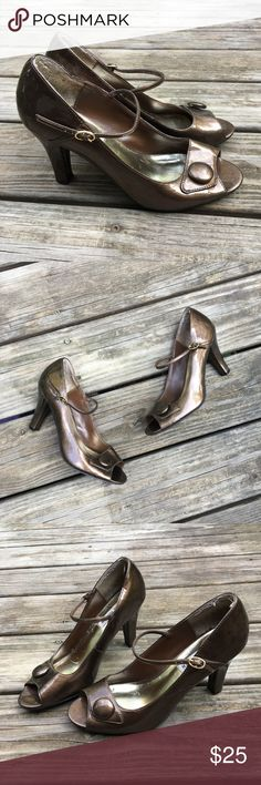 """Steve Madden Gold Heels These are a very pretty bronze/gold color. Inside soles have scuffs but outsides are in perfect condition!! They have 3.5"""" Heels. Size 8 medium. Reasonable offers welcome Steve Madden Shoes Heels"""
