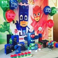 PJ Masks Birthday Theme .Se puede decorar los globos con las máscaras.