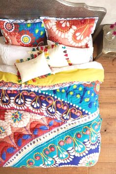 Handmade Home Decor For Your Own Personal Touch – DecorativeAllure Deco Boheme Chic, Boho Chic, Quilt Set, Twin Quilt, Quilt Bedding Sets, Handmade Home Decor, Handmade Furniture, Bed Furniture, Furniture Design