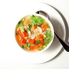 春になると薄着になり、体型を見せるのが不安になる季節が近づいてきましたね。今回は続けられるダイエットとしても話題になった綺麗になるスープのレシピをご紹介します。