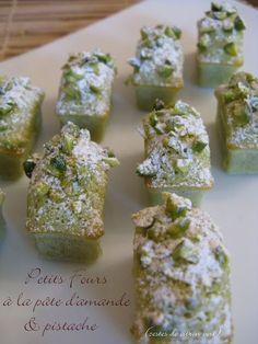 Petits fours Almond paste & pistachio lime zest Healthy Cake Recipes, Sponge Cake Recipes, Dump Cake Recipes, Cake Recipes From Scratch, Homemade Cake Recipes, Sweet Recipes, Dessert Recipes, Vegan Recipes, Dessert Party