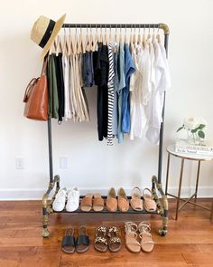 7 Pieces / 10 Outfits: French Minimalist Summer Style - Classy Yet Trendy Travel Wardrobe, Capsule Wardrobe, Core Wardrobe, Classy Yet Trendy, Travel Capsule, Closet Essentials, Classic Wardrobe, Minimalist Wardrobe, Nice Dresses