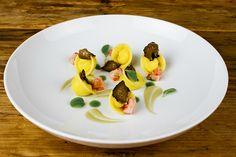 Claudio Petrolo | foto Marcello Serra | Tortelli ripieni di patate e pecorino, crema di carciofi, gamberi e tartufo