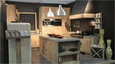 Cottage keuken inrichting van verweerd hout