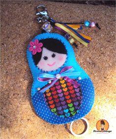 Esconde Chaves ou Pen Drive, confeccionados com tecido 100% algodão impermeabilizado, totalmente feito a mão. Com detalhes em fitas, pérolas, botões, bijoux.    Altura: 12.00 cm Largura: 8.00 cm
