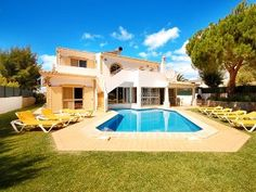 38% OFF! Bright villa, heatable pool, air con, wi-fi, garden, close to beachHoliday Rental in Vale de Parra from @HomeAway UK #holiday #rental #travel #homeaway