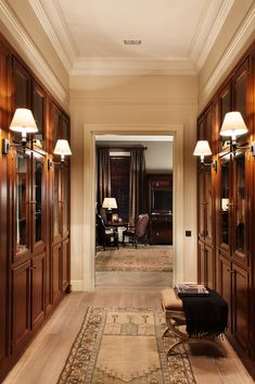 Dream Closet Design, House Design, Luxury Interior Design, Luxury Closets Design, Classic Interior Design, Dining Room Paint Colors, Interior Design Styles, Interior Decorating, Luxury Homes