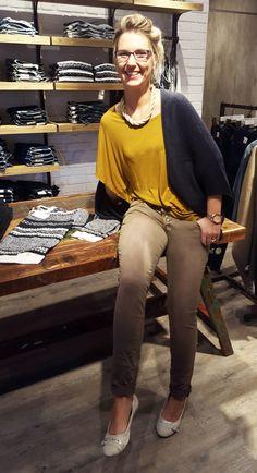 Outfit der Woche! Hose: Buena Vista – Shirt & Strick-Cape: Tom Tailor Denim – Kette: Samaya #ootw #fashion