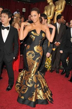Who made Beyonce Knowles' black and gold dress that she wore to the 2009 Oscars?