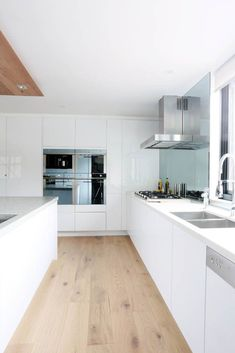 The Block Sky High Alisa & Lysandra 5141 Frosty Carrina - awesome floor! Open Plan Kitchen, Kitchen Layout, Kitchen Design, Kitchen Living, New Kitchen, Kitchen Decor, White Kitchen Interior, Scandinavian Kitchen, Cuisines Design