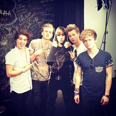 The Vamps and a Justin board cutout Bradley Simpson, The Vamps, T Rex, Justin Bieber, Musicals, Couple Photos, Concert, Instagram Posts, 5sos