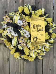 Bee Happy, Deco Mesh Wreaths, Summer Wreath, Burlap Wreath, Halloween, Home Decor, Interior Design, Halloween Stuff, Home Interior Design