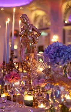 The genius, FIona Leahy is at it again with this incredible runner of gold statues for the Elle Style Awards dinner
