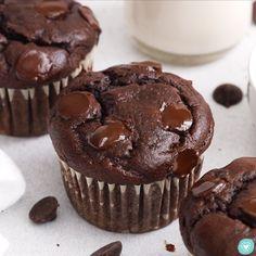 Chocolate Muffin Recipes, Chocolate Muffins Moist, Banana Muffin Recipe Easy, Chocolate Banana Cupcakes, Double Chocolate Chip Muffins, Banana Dessert Recipes, Gluten Free Chocolate Cake, Simple Muffin Recipe, Chocolate Banana Muffins
