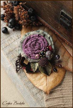 """Купить Брошь """"Ежевичный букет"""" - брошь из ткани, текстильная брошь, букет, ежевика, лесной"""