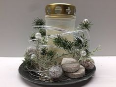 Grave Decorations, Table Decorations, All Saints Day, Metal Garden Art, Flower Studio, Projects To Try, Candles, Floral, How To Make