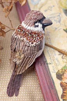 Птицы Юлии Гориной (Julia Gorina) Embroidered Bird, Bird Embroidery, Beaded Embroidery, Fabric Birds, Fabric Art, Fabric Crafts, Sculpture Textile, Soft Sculpture, Bird Crafts