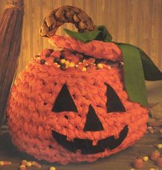 Who doesn't enjoy pumpkins around Halloween? This design is the perfect addition to any Halloween gathering and is sure to get anyone in the spirit. Delight trick-or-treaters and your party guests with your fun, festive style and presentation.