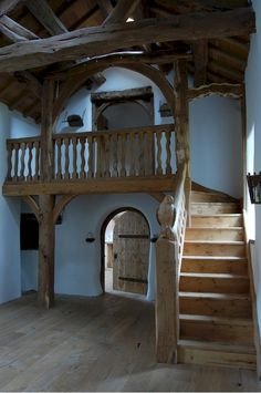 Reminds me of the large house in Lower Heyford, where we stayed first in the apartment upstairs, then downstairs.  The stairway in the downstairs was similar to this.