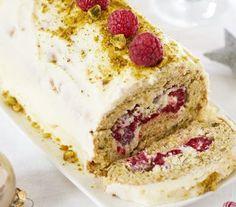 Pistacherol met frambozen en witte chocolade Yule Log, Desert Recipes, Cake Cookies, Vanilla Cake, Cake Recipes, Cheesecake, Deserts, Food And Drink, Sweets