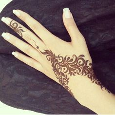 Spreading all around your fingers, these arabic finger mehndi designs are a sensible choice. Arabic finger mehndi designs consists of floral, rounded, thick Mehandi Designs, Henna Designs Easy, Beautiful Henna Designs, Beautiful Mehndi, Arabic Mehndi Designs, Mehndi Patterns, Latest Mehndi Designs, Henna Tattoo Designs, Beautiful Hands