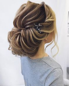 Textured wedding updo hairstyle messy updo wedding hairstyles chignon messy updo hairstyles bridal updo #wedding #weddinghair #weddinghairstyles #hairstyles #updo #promhairstyle