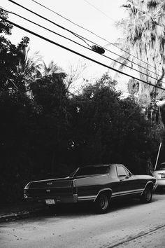 OUTFIT: Key West, Florida with Filippa K Palazzo Pants Weinlese-klassischer Chevrolet Bugatti, Maserati, Lamborghini, Ferrari, Bmw Classic Cars, Classic Car Show, Classic Chevrolet, Chevy Impala, Audi