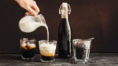 Zbraň proti virózám: Vyrobte si skvělou bezinkovou šťávu a likér! Home Canning, Cocktails, Drinks, Destiel, V60 Coffee, Wine Decanter, Latte, Barware, Smoothie