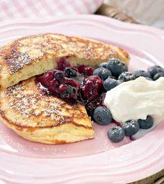 Amerikkalaiset pannukakut - American pancakes Yummy Treats, Sweet Treats, My Favorite Food, Favorite Recipes, Joko, Sweet And Salty, I Love Food, Food Inspiration, Sweet Recipes