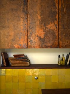 This patina is gorgeous! Metal kitchen cabinets...to die for! Maria Speake : Sainte Récup'