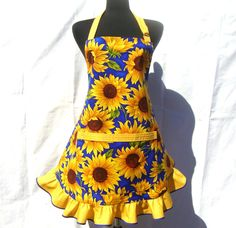 one day ill make a good house wife lol Sunflower Art, Sunflower House, Sunflower Images, Sunflower Quilts, Sunflower Design, Old Fashioned House, Sunflower Kitchen Decor, Cool Aprons, Kitchen Aprons