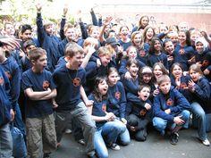 Endlich ist es soweit!  Die Anne-Frank-Realschule hat ihre eigene #Schulkleidung. Schülerinnen und Schüler präsentierten sie in allen Klassen.