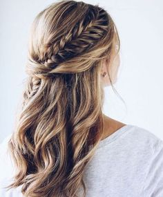 11 Ideas Of Fishtail Braid Hairstyles Trend bob hairstyles 2019 - 11 Ideen von Fishtail Braid Frisuren Bridal Hair Half Up Half Down, Wedding Hair Down, Wedding Hair And Makeup, Half Up Half Down Hair Prom, Wedding Half Updo, Hair Down With Braid, Prom Hair Down, Curly Hair With Braids, Prom Hair With Braid