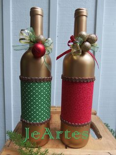 I think silver for me Christmas Craft Projects, Handmade Christmas Decorations, Christmas Centerpieces, Holiday Crafts, Glass Bottle Crafts, Wine Bottle Art, Diy Bottle, Christmas Wine Bottles, Bottle Painting