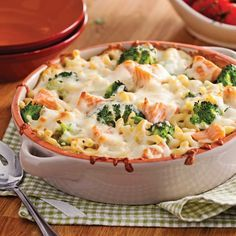 Macaroni with Salmon and Broccoli - Recipes - Cooking and Nutrition - Pratico Pratique Salmon Recipes, Pasta Recipes, Cooking Recipes, Macaroni Recipes, Broccoli Gratin, Salmon And Broccoli, Vegetarian Recipes, Healthy Recipes, Salty Foods