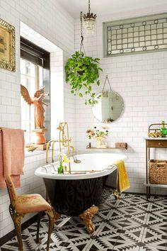 Vintage black and gold clawfoot tub. Vintage black and gold clawfoot tub. Small Tub, Small Bathroom, Funky Bathroom, Colorful Bathroom, Downstairs Bathroom, Master Bathroom, Clawfoot Tub Bathroom, Claw Bathtub, Claw Foot Bath