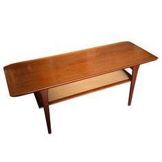 Table scandinave en teck et rotin 1950 / EN VENTE DANS NOTRE BOUTIQUE www.dedde-art.com