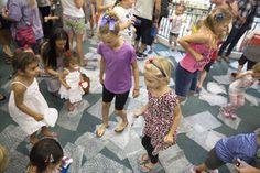 PHOTOS: Kids prove Bubble Wrap Explosion is tops for pops