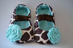 Ahh! They're to cute giraffe baby shoes!