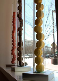 Place different colored macaroons into tall glass cylinders to make DIY wedding centerpieces. Cake Shop Design, Bakery Design, Cafe Design, Macaroons, Macaron Store, Bakery Window Display, Pastry Display, Bakery Decor, Cafe Concept