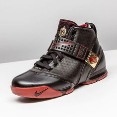 The Nike LeBron 5 is a silhouette designed for royalty. Thank you, King James.  StadiumGoods.com / 47 Howard St. NYC  #StadiumGoods #Nike #LeBron5 #LeBronJames