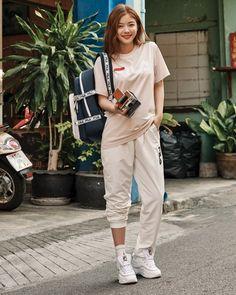 Kim Yoo Jung năng động, trẻ trung, đầy cá tính trong bộ ảnh mới Kim Yu-jeong, Kim You Jung, Sporty Outfits, Girl Outfits, Fashion Outfits, Kim Yoo Jung Photoshoot, Kim Yoo Jung Fashion, Chinese Actress, Korean Celebrities