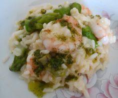 Risoto de camarões e aspargos frescos com pesto