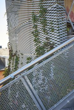 Expanded metal panels are usually used as the balustrade & railing infill panels for both indoor and outdoor uses, including bridge, balcony and stairs. Metal Facade, Metal Railings, Glass Railing, Perforated Metal Panel, Metal Panels, Aluminum Fabrication, Expanded Metal Mesh, Weathering Steel, Facade Design