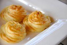 Reteta cartofi duchesse (ducesa) Romanian Food, Romanian Recipes, Baked Potato, Vegetarian Recipes, Good Food, Food And Drink, Pudding, Cooking, Ethnic Recipes
