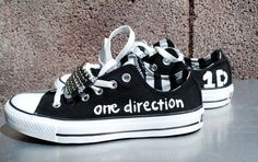 Black with Silver Studs One Direction Converse One Direction Shoes, One Direction Logo, Red Converse, Outfits With Converse, 1d And 5sos, Looks Cool, Boy Bands, Harry Styles, Me Too Shoes