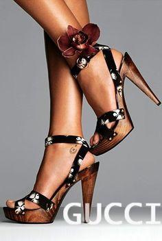 killer gucci heels. Les chaussures qui rendent la tenue inoubliables!