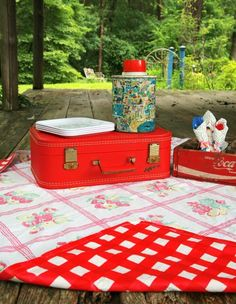 DIY Upcycled Vintage Tablecloth Picnic Blanket - perfect for Memorial Day and all your summer picnics!